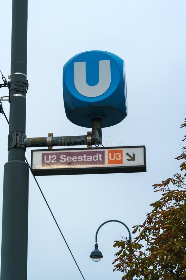 Σημάδι του συστήματος υπογείων ή Ubahn της πόλης, Βιέννη, Αυστρία στοκ φωτογραφία με δικαίωμα ελεύθερης χρήσης