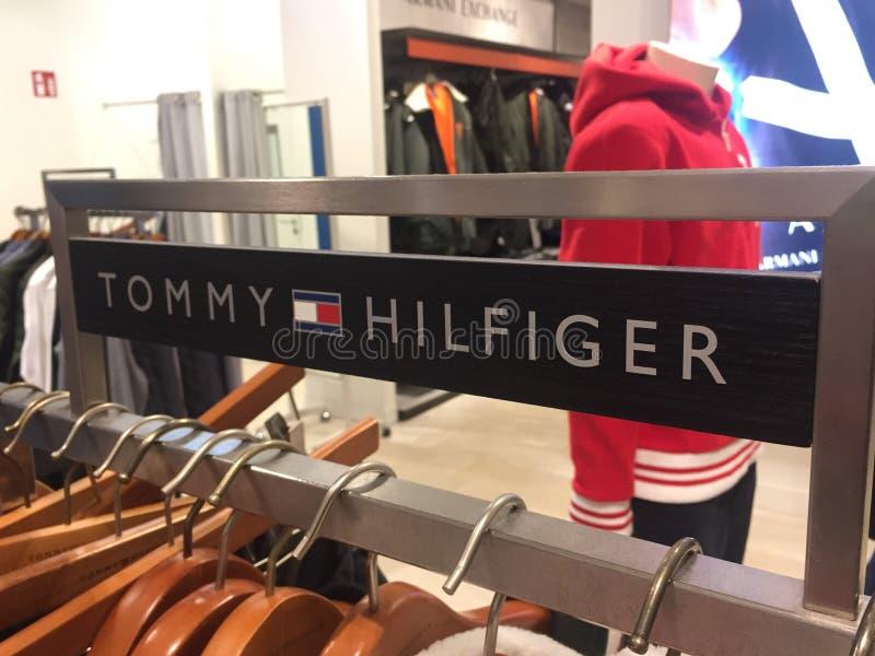 Σημάδι του Tommy Hilfiger στοκ φωτογραφία με δικαίωμα ελεύθερης χρήσης