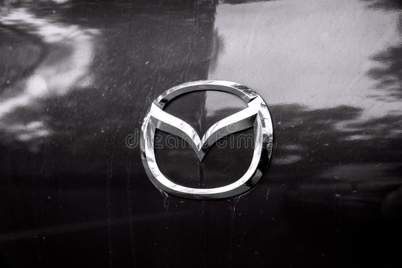Σημάδι Mazda αυτοκινήτων στοκ φωτογραφία με δικαίωμα ελεύθερης χρήσης