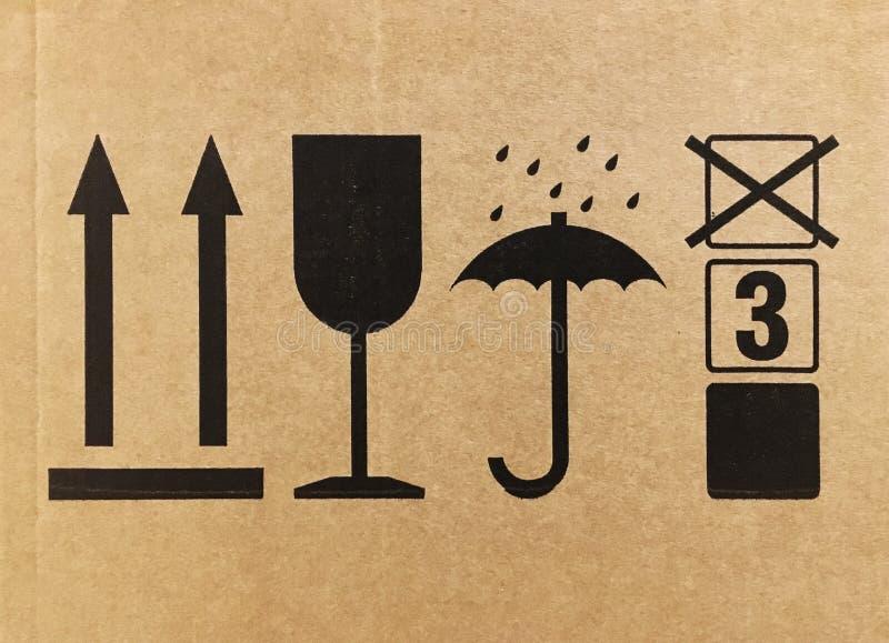 Σημάδια από μια πλευρά κουτιών από χαρτόνι στοκ φωτογραφία με δικαίωμα ελεύθερης χρήσης