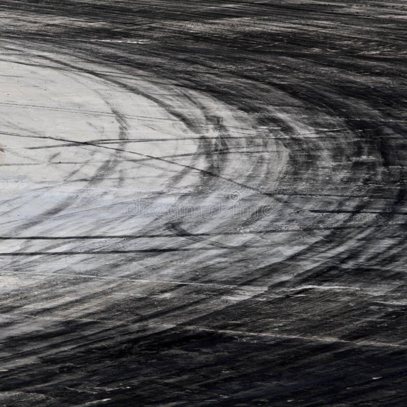 Σημάδια ροδών στην οδική διαδρομή στοκ φωτογραφία με δικαίωμα ελεύθερης χρήσης