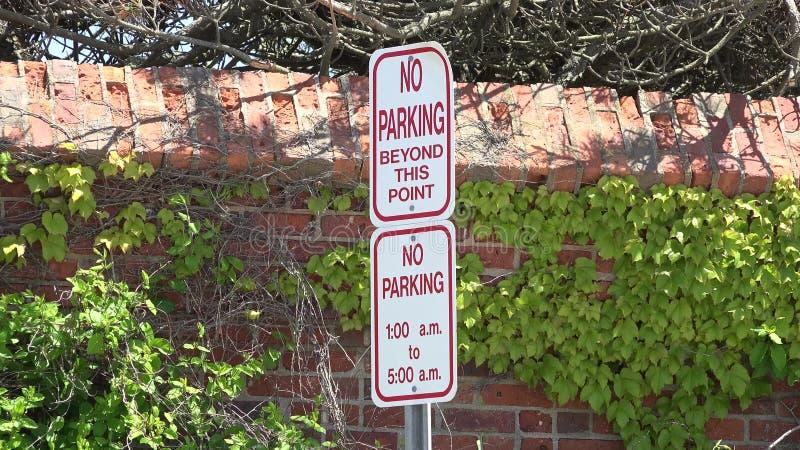 Σημάδια στάθμευσης, προειδοποιήσεις, νόμοι κυκλοφορίας απόθεμα βίντεο
