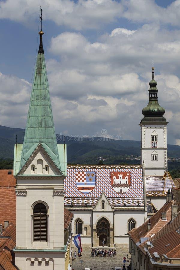 Σημάδια του ST και ST Cyril και εκκλησίες Methodius στην ανώτερη πόλη στο Ζάγκρεμπ στοκ εικόνα