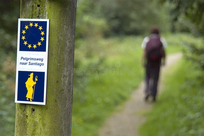 Σημάδι κατεύθυνσης και προσκυνητής στον τρόπο Αγίου James στοκ φωτογραφία με δικαίωμα ελεύθερης χρήσης