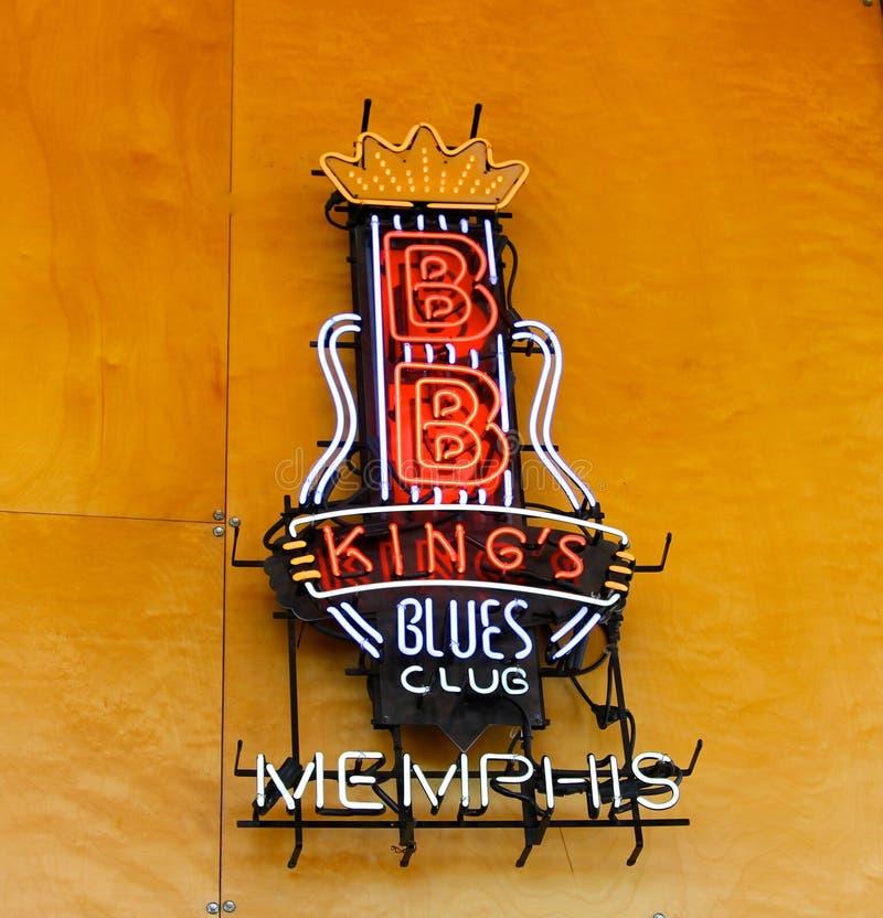 Σημάδι νέου λεσχών μπλε του βασιλιά του BB στο ευπρόσδεκτο κέντρο της Μέμφιδας στοκ φωτογραφία με δικαίωμα ελεύθερης χρήσης
