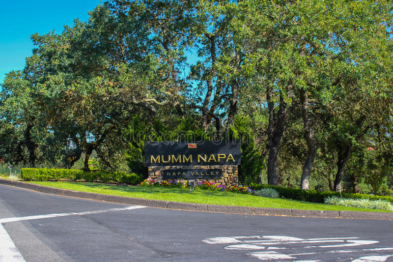 Σημάδι οινοποιιών κοιλάδων Napa Mumm στοκ φωτογραφία με δικαίωμα ελεύθερης χρήσης