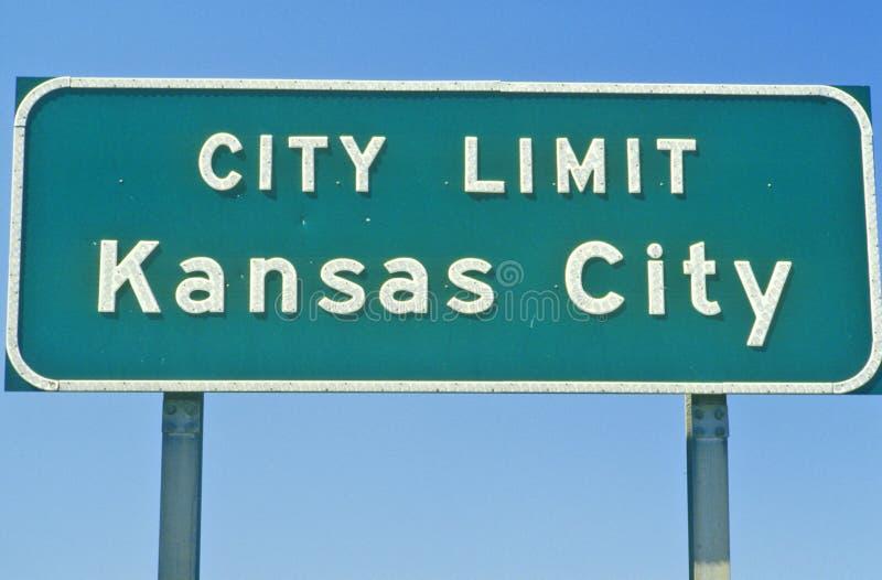 Σημάδι ορίου πόλεων πόλεων του Κάνσας, MO στοκ εικόνες
