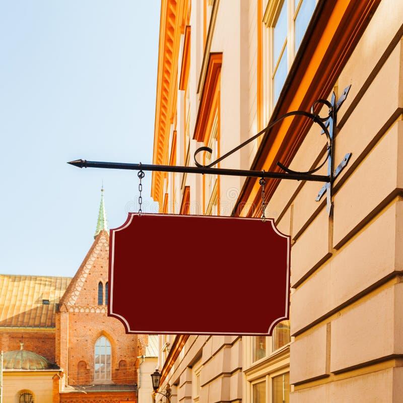 Σημάδι οδών στον τοίχο ενός κτηρίου signage στοκ εικόνες με δικαίωμα ελεύθερης χρήσης