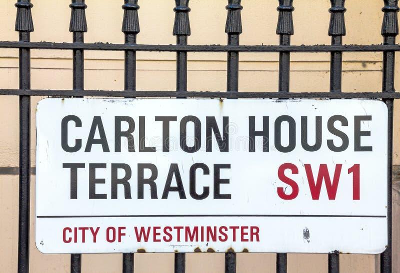 Σημάδι οδών του πεζουλιού σπιτιών του Carlton στην πόλη του Γουέστμινστερ στο κεντρικό Λονδίνο στοκ εικόνα με δικαίωμα ελεύθερης χρήσης