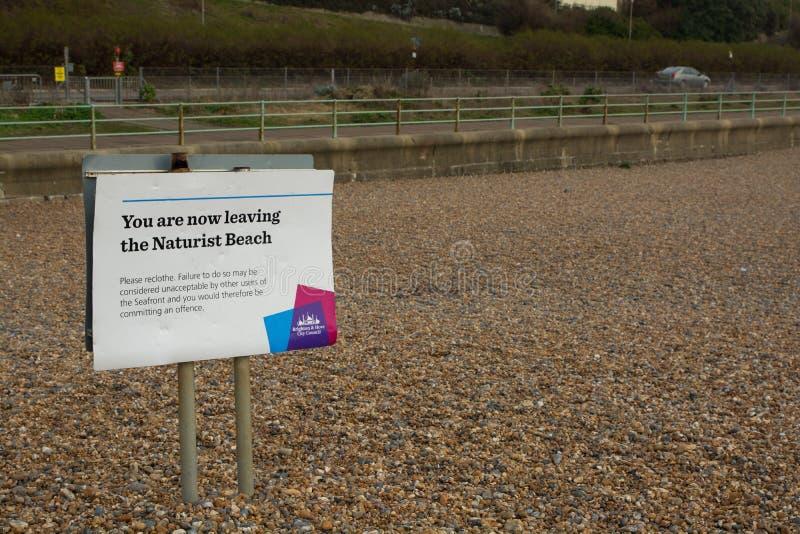 Σημάδι παραλιών Naturist στο Μπράιτον, Σάσσεξ, Αγγλία στοκ εικόνες