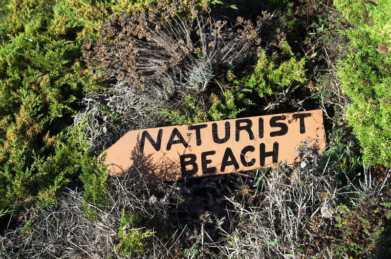 Σημάδι παραλιών Naturist στοκ εικόνα