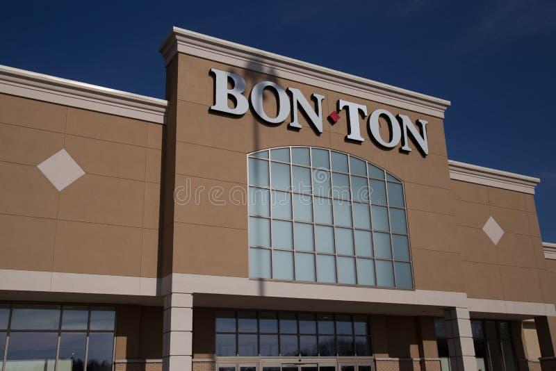 Σημάδι bon-τόνου στην εξωτερική θέση μαγαζί λιανικής πώλησης κοντά στην είσοδο στοκ φωτογραφία
