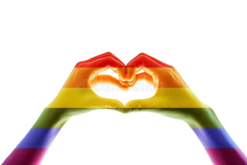 Σημαία ουράνιων τόξων, χέρι που παρουσιάζει σύμβολο καρδιών στοκ εικόνα