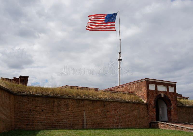 Σημαία πέρα από το οχυρό McHenry στοκ φωτογραφία με δικαίωμα ελεύθερης χρήσης