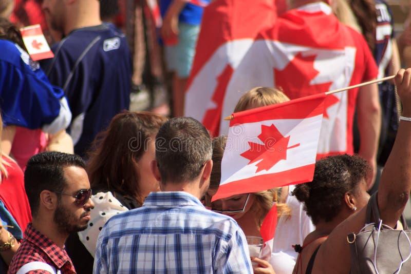 Σημαία που κυματίζει στους εορτασμούς ημέρας του Καναδά στο Λονδίνο 2017 στοκ φωτογραφίες με δικαίωμα ελεύθερης χρήσης