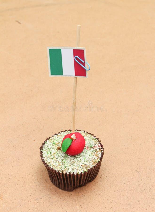 Σημαία σε ένα μήλο cupcake, Ιταλία στοκ φωτογραφία