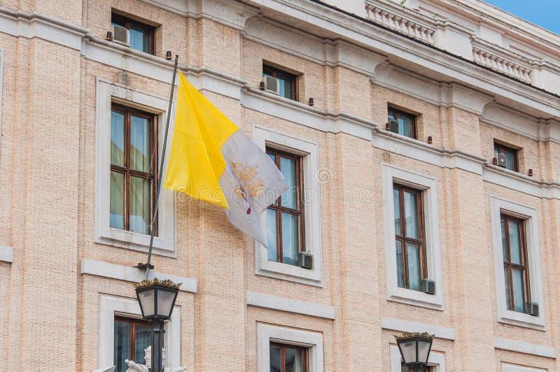 Σημαία στην πλατεία Αγίου Peter στη Ρώμη, Ιταλία στοκ εικόνες με δικαίωμα ελεύθερης χρήσης