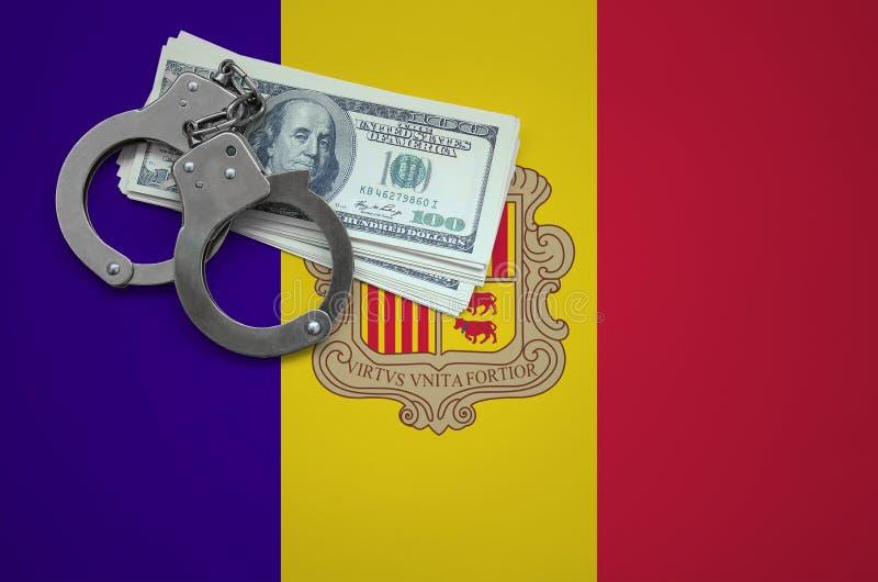 Σημαία της Ανδόρας με τις χειροπέδες και μια δέσμη των δολαρίων Η έννοια της παράβασης του νόμου και των εγκλημάτων κλεφτών στοκ εικόνες