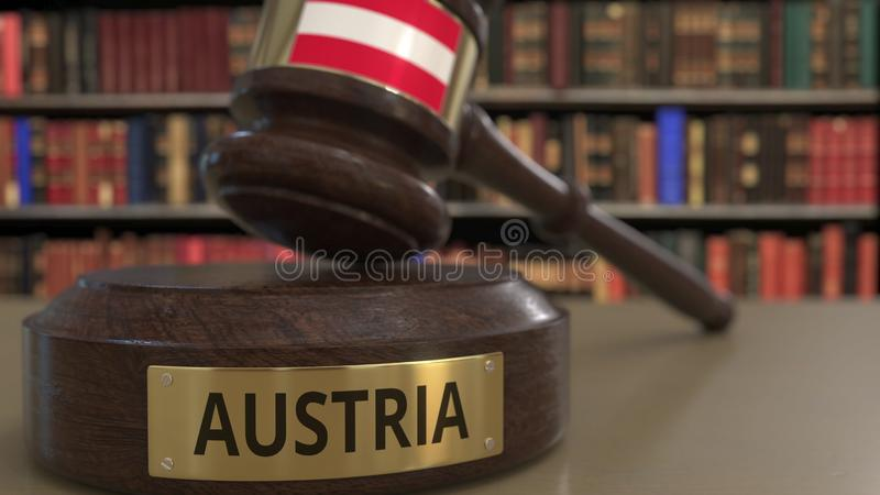 Σημαία της Αυστρίας μειωμένο gavel δικαστών στο δικαστήριο Η εθνική δικαιοσύνη ή η αρμοδιότητα αφορούσε την εννοιολογική τρισδιάσ ελεύθερη απεικόνιση δικαιώματος