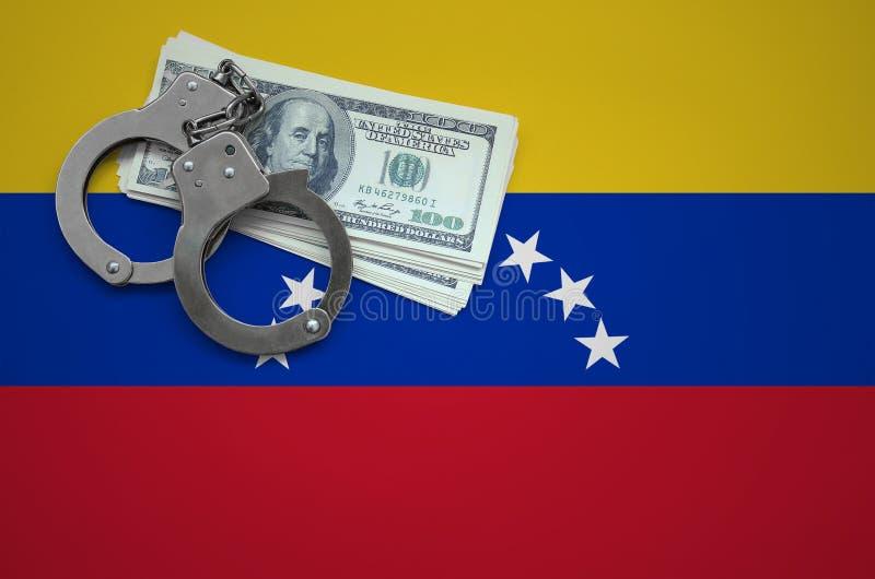 Σημαία της Βενεζουέλας με τις χειροπέδες και μια δέσμη των δολαρίων Η έννοια της παράβασης του νόμου και των εγκλημάτων κλεφτών στοκ φωτογραφίες με δικαίωμα ελεύθερης χρήσης