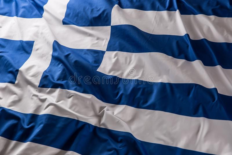 Σημαία της Ελλάδας που κυματίζει στον αέρα - κορυφή της άποψης στοκ φωτογραφίες με δικαίωμα ελεύθερης χρήσης