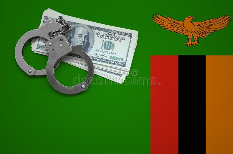 Σημαία της Ζάμπια με τις χειροπέδες και μια δέσμη των δολαρίων Η έννοια της παράβασης του νόμου και των εγκλημάτων κλεφτών στοκ φωτογραφίες