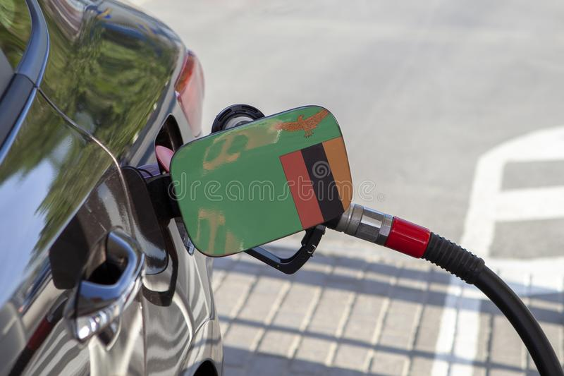 Σημαία της Ζάμπια στο χτύπημα υλικών πληρώσεως καυσίμων αυτοκινήτων ` s στοκ εικόνες με δικαίωμα ελεύθερης χρήσης