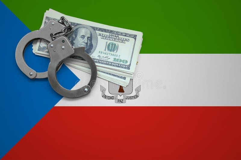 Σημαία της Ισημερινής Γουινέας με τις χειροπέδες και μια δέσμη των δολαρίων Η έννοια της παράβασης του νόμου και των εγκλημάτων κ στοκ εικόνα