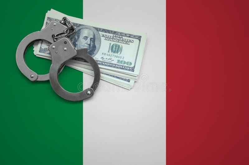 Σημαία της Ιταλίας με τις χειροπέδες και μια δέσμη των δολαρίων Η έννοια της παράβασης του νόμου και των εγκλημάτων κλεφτών στοκ εικόνες