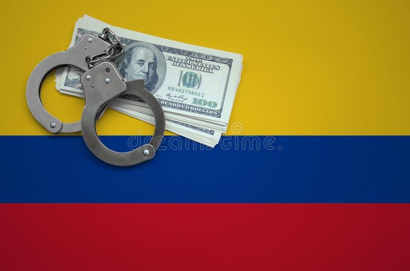 Σημαία της Κολομβίας με τις χειροπέδες και μια δέσμη των δολαρίων Η έννοια της παράβασης του νόμου και των εγκλημάτων κλεφτών στοκ εικόνες