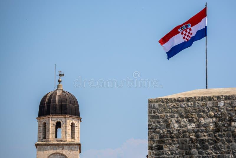 Σημαία της Κροατίας και του πύργου σε Dubrovnik στοκ φωτογραφίες με δικαίωμα ελεύθερης χρήσης