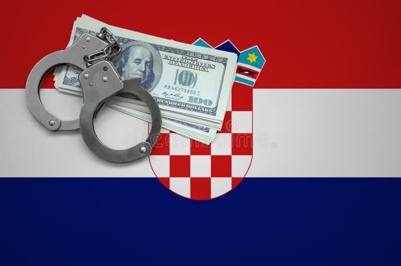 Σημαία της Κροατίας με τις χειροπέδες και μια δέσμη των δολαρίων Η έννοια της παράβασης του νόμου και των εγκλημάτων κλεφτών στοκ εικόνες