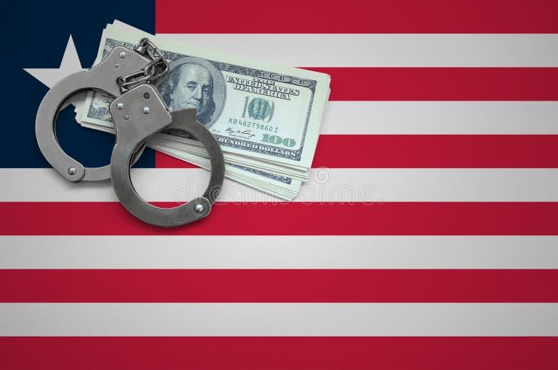 Σημαία της Λιβερίας με τις χειροπέδες και μια δέσμη των δολαρίων Η έννοια της παράβασης του νόμου και των εγκλημάτων κλεφτών στοκ εικόνες