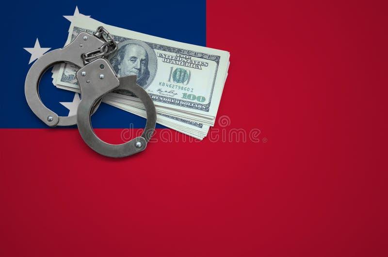 Σημαία της Σαμόα με τις χειροπέδες και μια δέσμη των δολαρίων Η έννοια της παράβασης του νόμου και των εγκλημάτων κλεφτών στοκ φωτογραφία