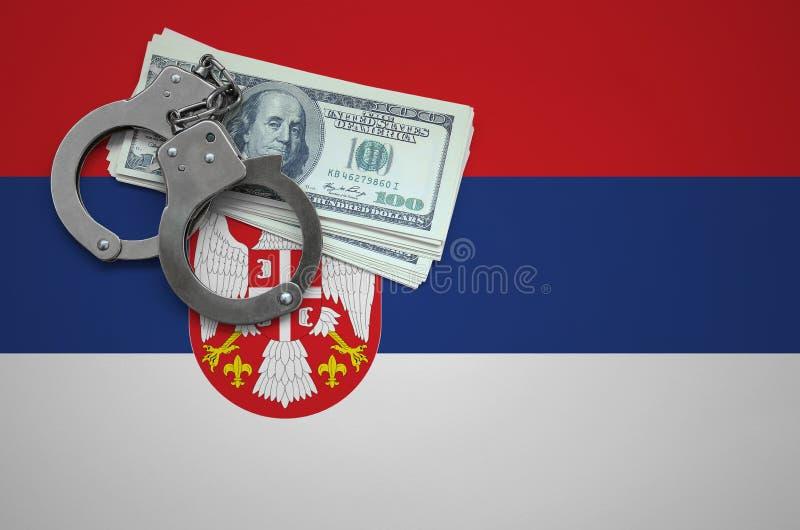 Σημαία της Σερβίας με τις χειροπέδες και μια δέσμη των δολαρίων Η έννοια της παράβασης του νόμου και των εγκλημάτων κλεφτών στοκ φωτογραφία με δικαίωμα ελεύθερης χρήσης