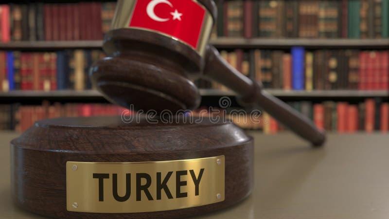 Σημαία της Τουρκίας μειωμένο gavel δικαστών στο δικαστήριο Η εθνική δικαιοσύνη ή η αρμοδιότητα αφορούσε την εννοιολογική τρισδιάσ ελεύθερη απεικόνιση δικαιώματος
