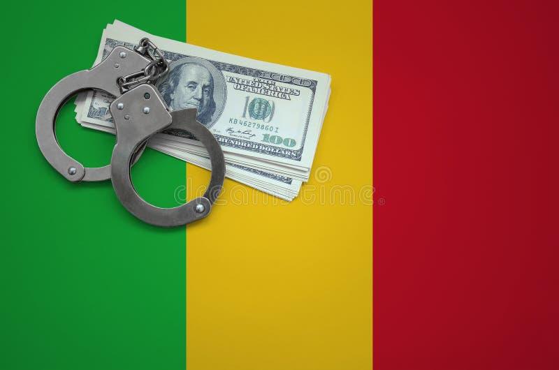 Σημαία του Μαλί με τις χειροπέδες και μια δέσμη των δολαρίων Η έννοια της παράβασης του νόμου και των εγκλημάτων κλεφτών στοκ εικόνα με δικαίωμα ελεύθερης χρήσης