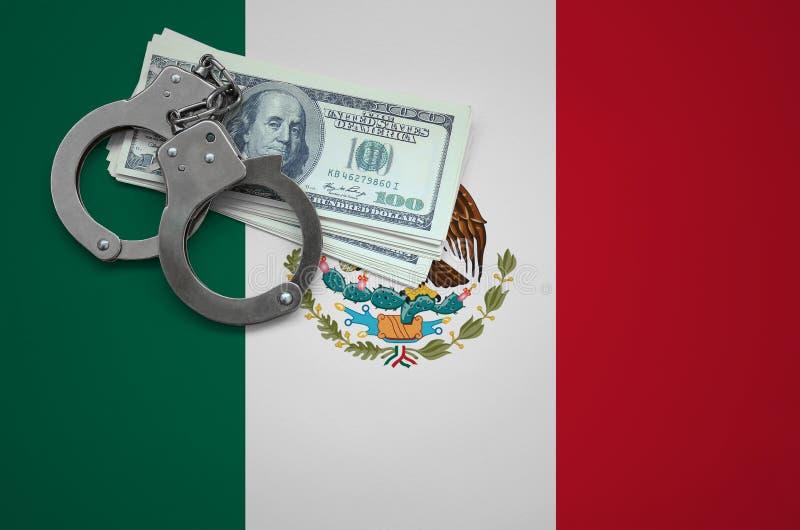 Σημαία του Μεξικού με τις χειροπέδες και μια δέσμη των δολαρίων Η έννοια της παράβασης του νόμου και των εγκλημάτων κλεφτών στοκ εικόνες