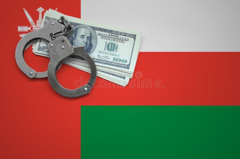 Σημαία του Ομάν με τις χειροπέδες και μια δέσμη των δολαρίων Η έννοια της παράβασης του νόμου και των εγκλημάτων κλεφτών στοκ εικόνα