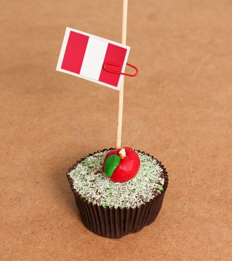 Σημαία του Περού σε ένα μήλο cupcake στοκ φωτογραφίες με δικαίωμα ελεύθερης χρήσης