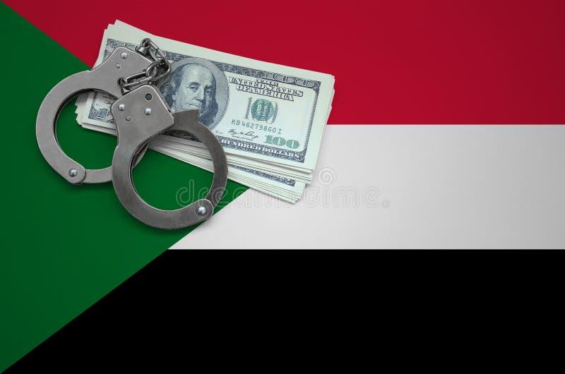 Σημαία του Σουδάν με τις χειροπέδες και μια δέσμη των δολαρίων Η έννοια της παράβασης του νόμου και των εγκλημάτων κλεφτών στοκ φωτογραφία με δικαίωμα ελεύθερης χρήσης