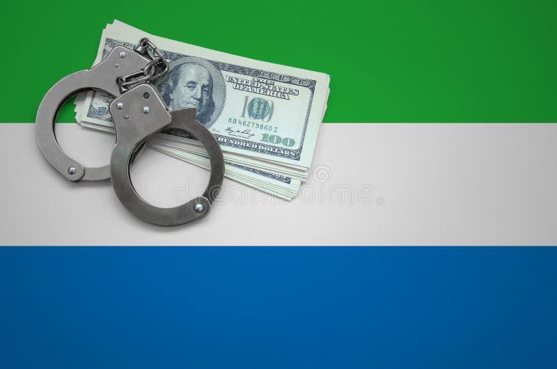Σημαία του Sierra Leone με τις χειροπέδες και μια δέσμη των δολαρίων Η έννοια της παράβασης του νόμου και των εγκλημάτων κλεφτών στοκ εικόνες