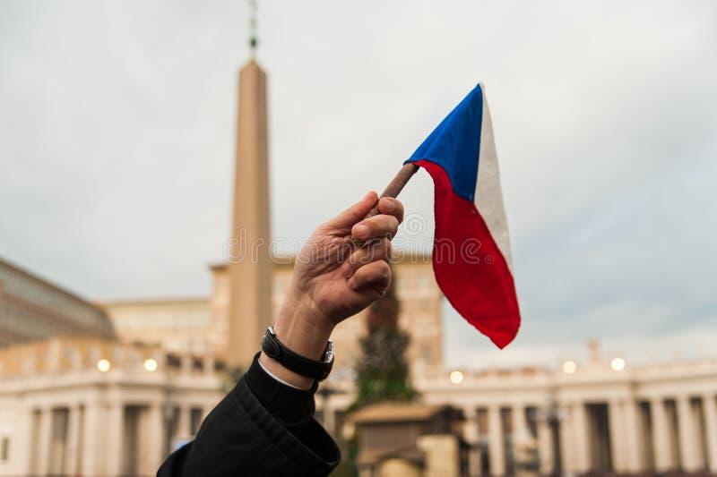 Σημαία Τσεχιών στο τετράγωνο του ST Peter σε Βατικανό στοκ εικόνα