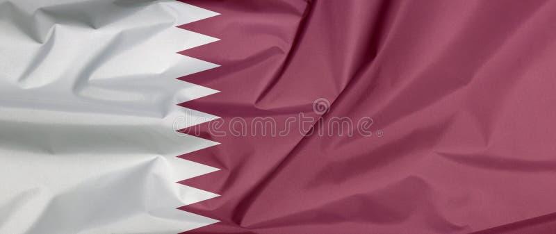 Σημαία υφάσματος του Κατάρ Πτυχή του υποβάθρου σημαιών Qatari απεικόνιση αποθεμάτων