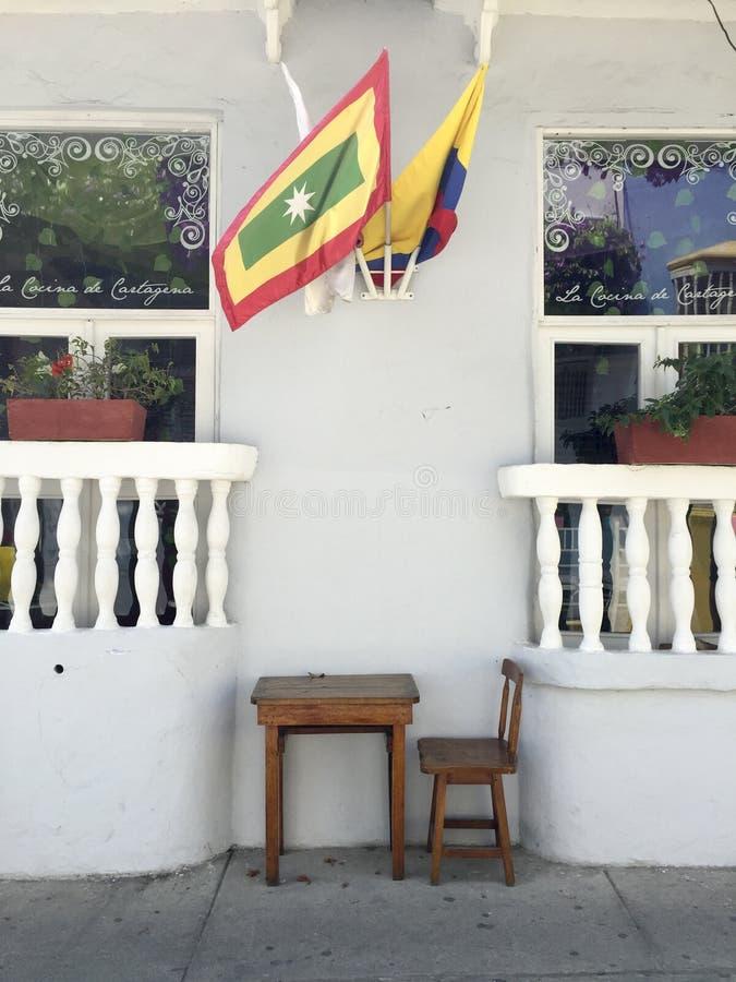 Σημαίες έξω από να στηριχτεί στην οδό της Καρχηδόνας στην Κολομβία στοκ εικόνες