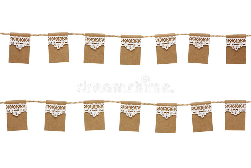 Σημαίες κομμάτων υφάσματος που γίνονται από το έγγραφο του Κραφτ και τη δαντέλλα που απομονώνονται στο W στοκ εικόνες