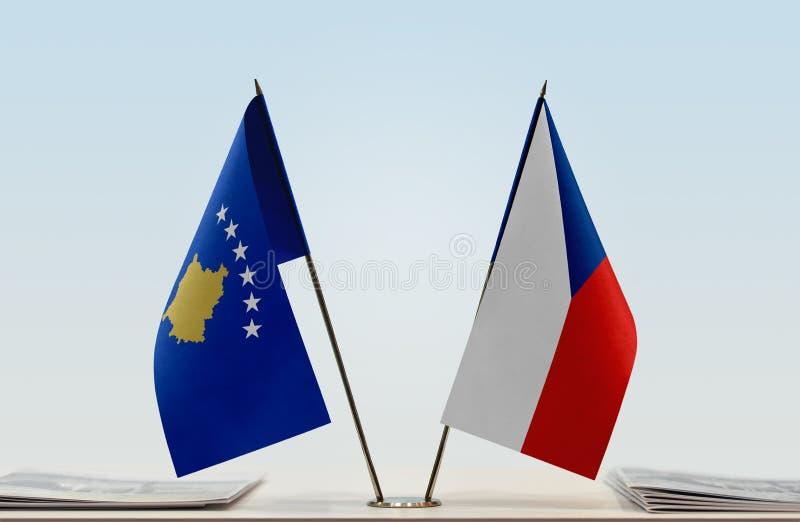 Σημαίες Κοσόβου και της Δημοκρατίας της Τσεχίας στοκ εικόνες