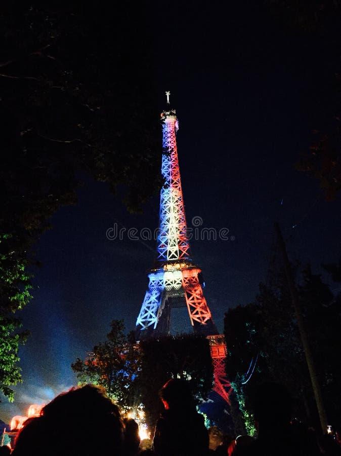 σημαίες πυροτεχνημάτων ημέρας ανασκόπησης bastille εορταστικές στοκ φωτογραφία