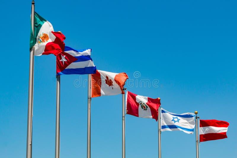 Σημαίες σε Πολωνούς από τις διάφορες χώρες στοκ εικόνες με δικαίωμα ελεύθερης χρήσης