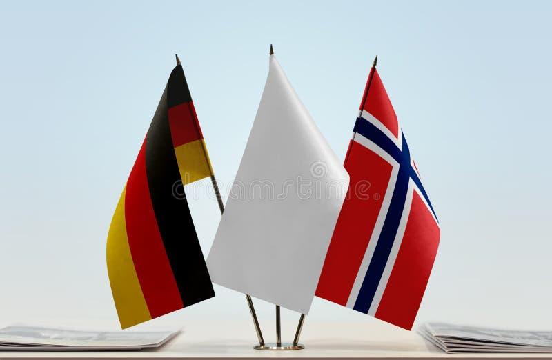 Σημαίες της Γερμανίας και της Νορβηγίας στοκ φωτογραφίες